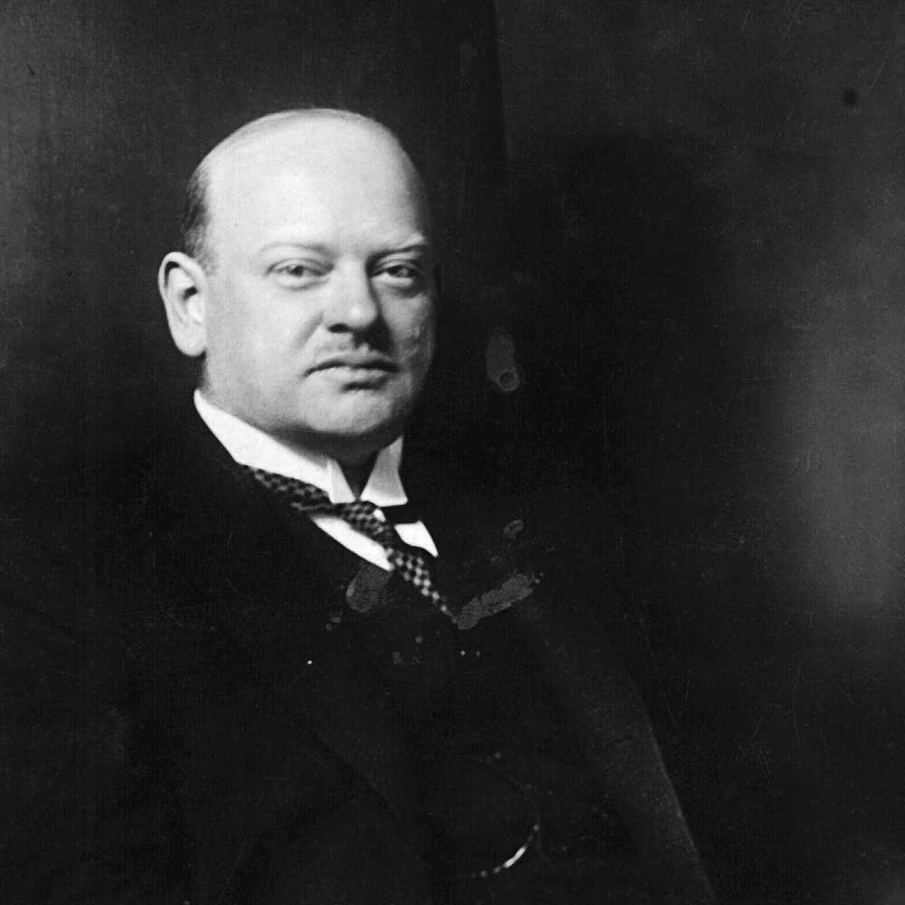 gustav stresemann and the weimar foreign policy Before gustav stresemann, weimar germany was in a state of chaos, and this  fact is  under stresemann's foreign policy germany was even able to join the.