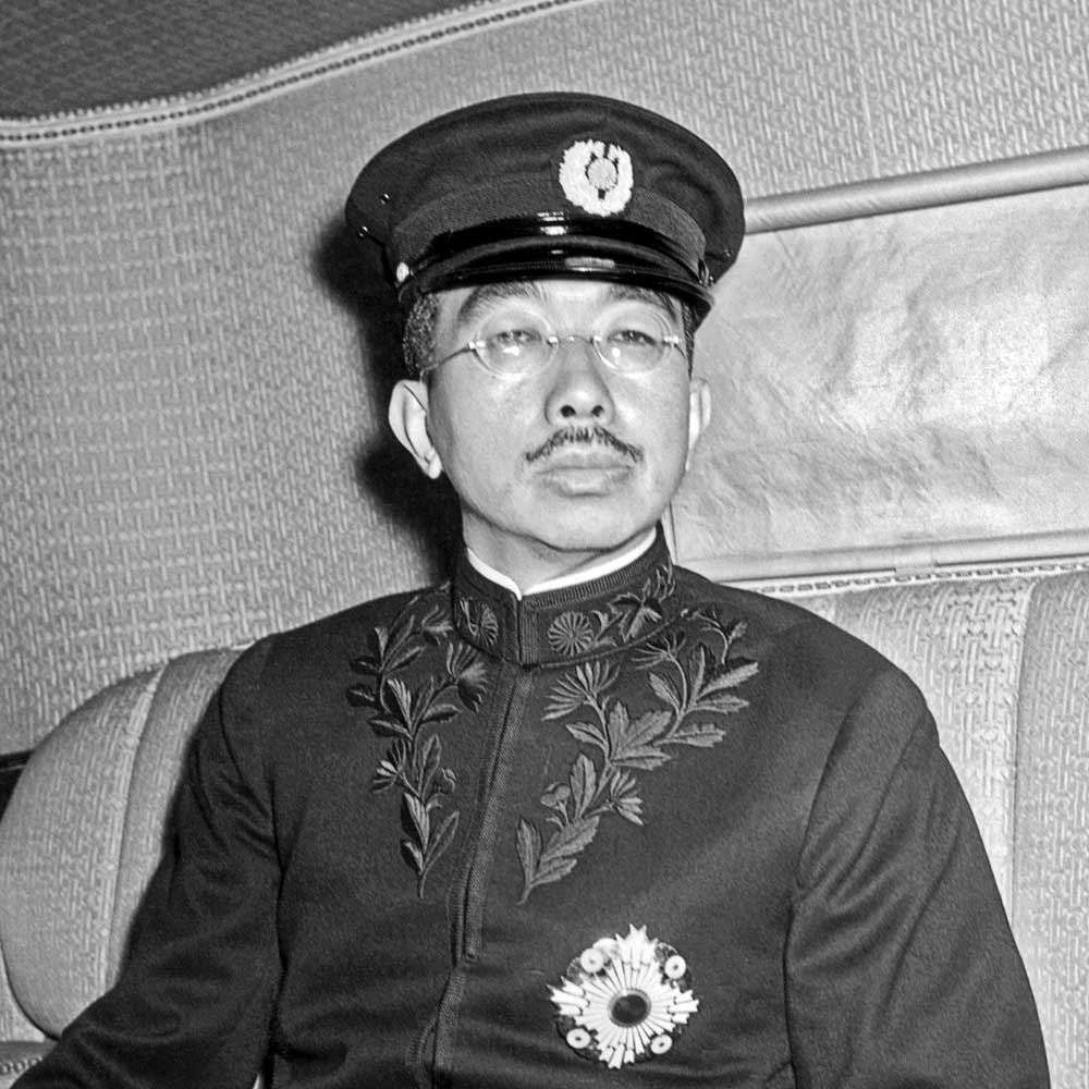 hirohito during wwii Transcript of hirohito & tojo: japanese dictators of ww2  militarist politics during his command of  tojo & emperor hirohito: japanese dictators of wwii by: .