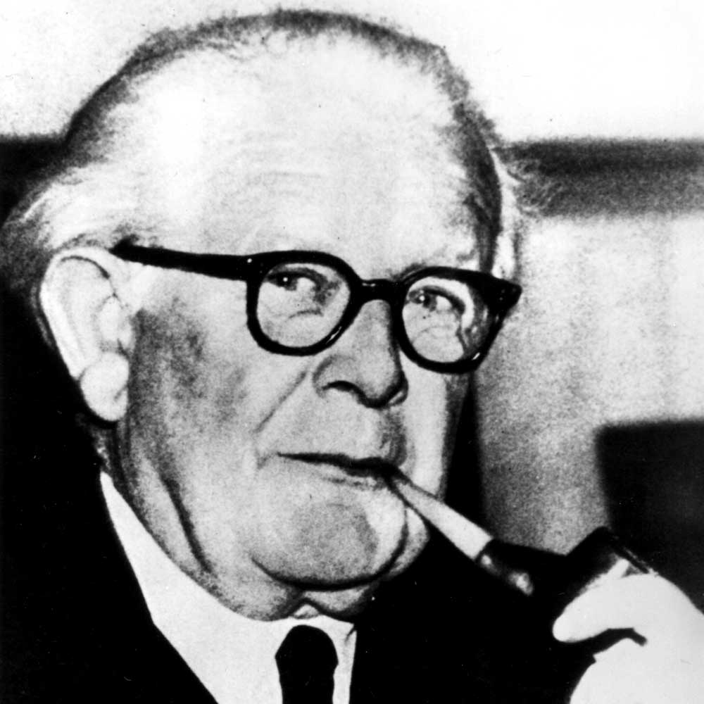 piaget s Comparing piaget and vygotsky methods and approaches to teaching have been greatly influenced by the research of jean piaget and lev vygotsky both have contributed to the field of education by offering explanations for children's cognitive learning styles and abilities.