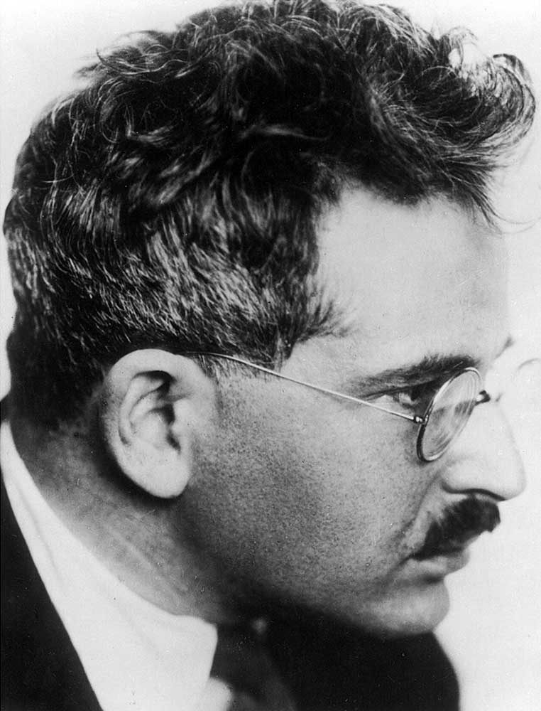 Walter benjamin the age of mechanical reproduction essay